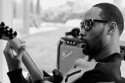 """RZA is back this month with """"The Man With The Iron Fists soundtrack""""   CHRONYX.be : we love urban music !"""