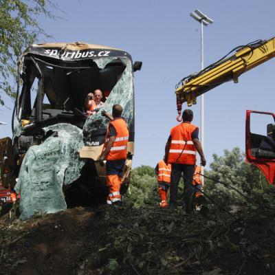 Accident de car à Soumagne: un accompagnateur tué, 24 blessés, trafic difficile vers l'Allemagne (photos + vidéos)