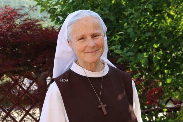 Soeur Emmanuel nous informe de, ce que dit Marie à Medjugorje à travers les voyants sur *LE CIEL…LE PURGATOIRE ET L'ENFER…