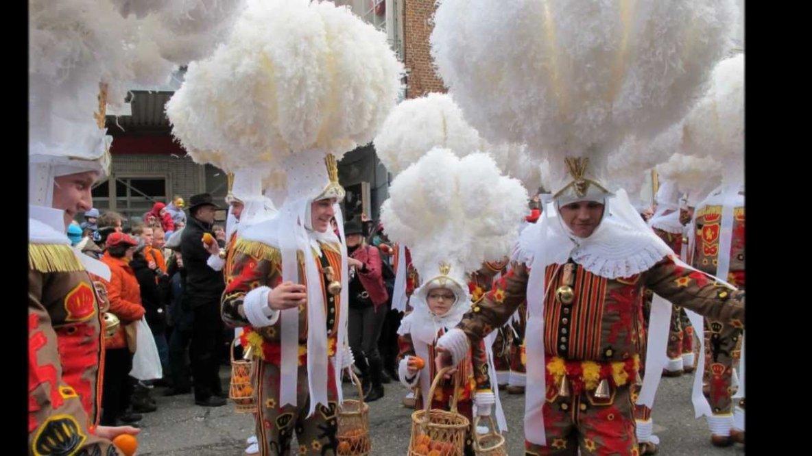 Aujourd'hui, c'est le célèbre Mardi Gras. Pour de nombreux Binchois, c'est la meilleure journée de l'année.