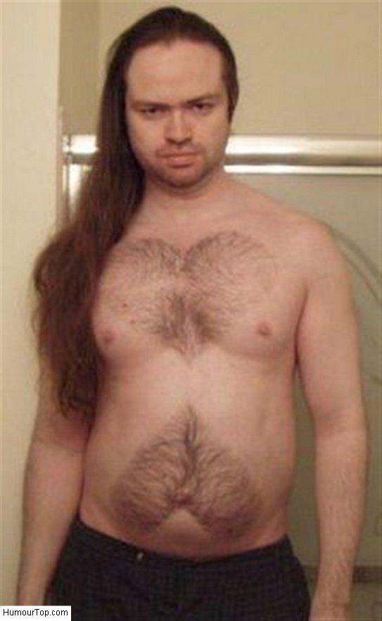 Que c'est mignon ce rasage des poils du torse, très artistique et esthétique !