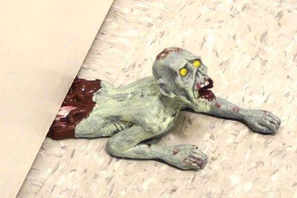 Gadget du jour – Dead Stop, le bloque porte version Zombie | Ufunk.net