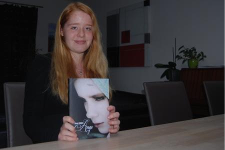 Mouscron: Manon, 17 ans, a écrit son premier bouquin