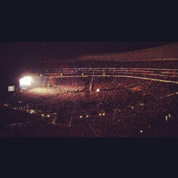Mon idole performera demain devant 95.000 personnes. Je suis vraiment fière mais c'est quoi cette envie de pleurer?