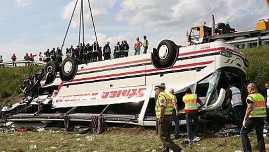 Dramatique accident de bus en Allemagne - rts.ch - info - toute l'info