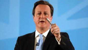 """Dépendre des aides sociales est """"un choix de vie"""", selon David Cameron"""