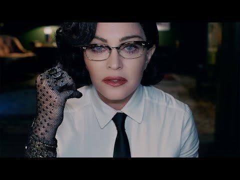 Madonna fait une déclaration puissante dans la vidéo God Control, une référence évidente à la tuerie survenue dans la discothèque gay d'Orlando, le 12 juin 2016.  - Last Night in Orient