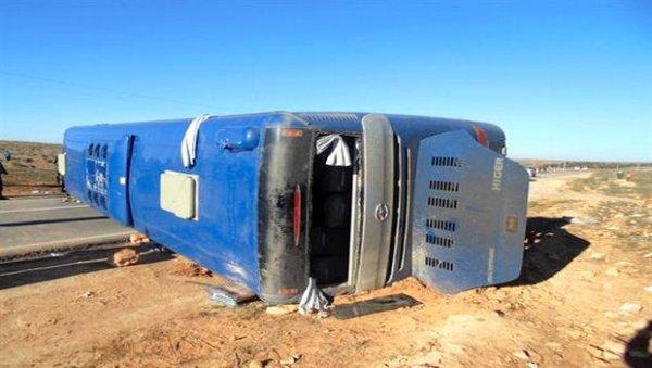 Algérie Presse Service - Six morts et 19 blessés dans un accident de la circulation près d'El-Menea (Ghardaïa)