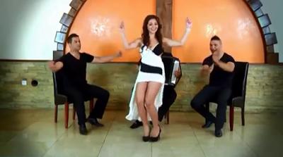 فيديو لفتاة جذابه رقصها رائع ❤❤ فلكلور الروسي - حالة فريدة
