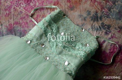 """""""Robe de bal turque en tulle et satin vert d'eau"""" photo libre de droits sur la banque d'images Fotolia.com - Image 162539441"""
