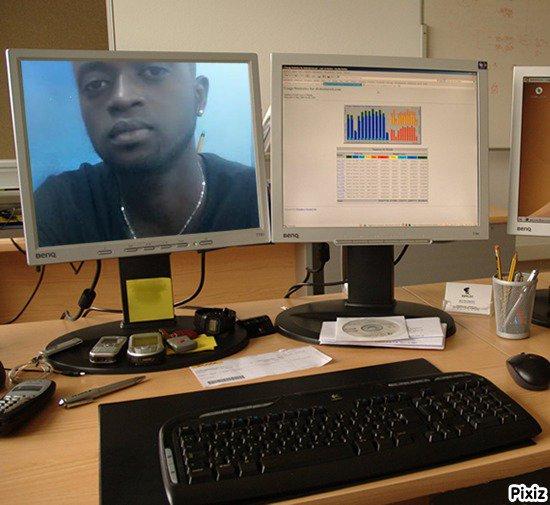 Résultat du montage photo : Scène Bureau Ecran d'ordinateur - Pixiz