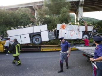 Italie: l'enquête se poursuit après un tragique accident de bus ayant causé la mort de 38 personnes