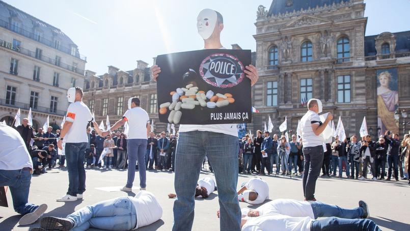 Suicides dans la police: manifestation choc au c½ur de Paris