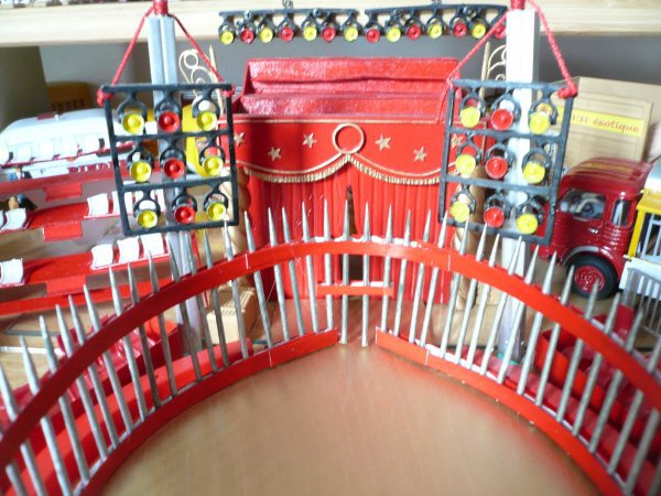 La grande cage pour l'attraction des fauves ... mon bricolage !