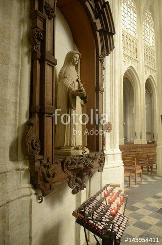 """""""Intérieurs de la Collégiale Saint-Pierre de Leuven"""" photo libre de droits sur la banque d'images Fotolia.com - Image 145954411"""
