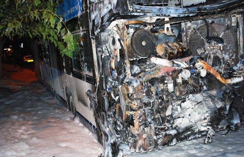 Six Fours : Un bus vient de s'enflammer sur la chaussée aux Lônes