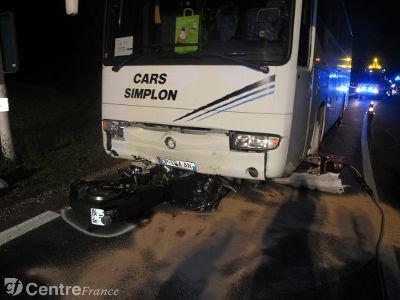 Un motard s'encastre sous un bus à La Ferté-Villeneuil