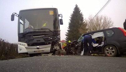12-01-2019 - Chassenard - Allier - Accident autocar scolaire et une voiture sur la RD 169 à Chassenard, dans l'Allier, à la limite avec la Saône-et-Loire.