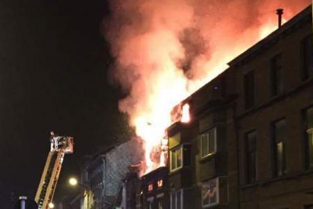 Charleroi: important incendie Grand Rue: trois maisons détruites, un pompier sérieusement brûlé (photos)