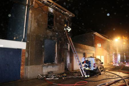 Grave incendie à Gilly: le feu a pris à partir du poêle