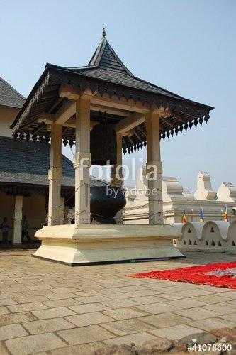 """""""Autel extérieur au temple de la Dent -Kandy"""" photo libre de droits sur la banque d'images Fotolia.com - Image 41078600"""