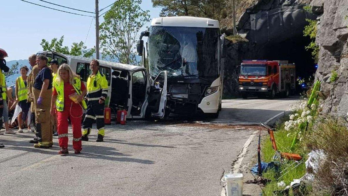 03-06-2019 - Norvège - Trois Belges sont dans un état critique après un accident d'un autocar en Norvège