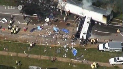 Grave accident entre un bus et un camion aux Etats Unis du 3 octobre 2013, Info - Monde : RTBF Vidéo