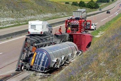 Accident hier matin sur l'A26 / Une citerne pleine de soude se renverse sur l'autoroute | L'Union