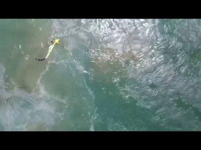 Première mondiale: deux ados sauvés de la noyade par... un drone