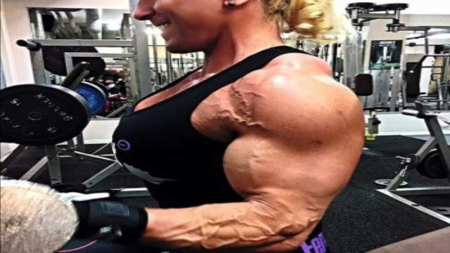 Clip Female bodybuilding, ways to build massive sleeve tearing biceps : - female bodybuilders 24