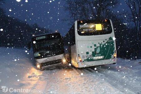 Deux cars TER bloqués par la neige en Combrailles