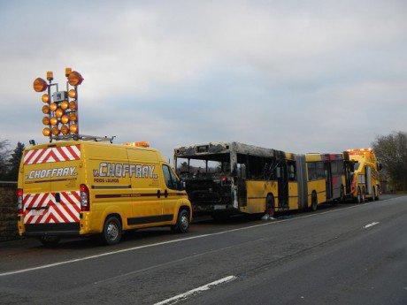 02-12-2013 - Spa - Jalhay - Un bus en feu sur l'autoroute E42 à Sa...