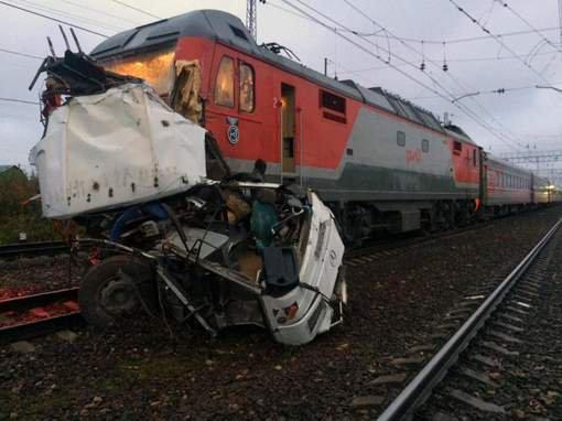 Collision entre un train et un bus en Russie: 16 morts