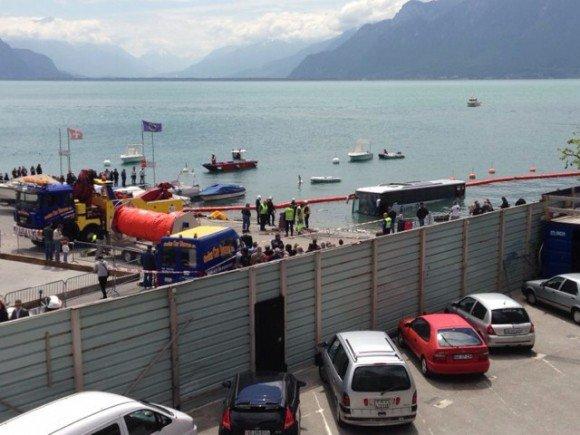 Un bus s'est retrouvé dans le lac Léman