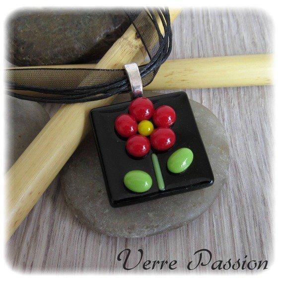 Pendentif en verre fusing noir et fleur rouge et vert