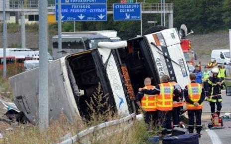 EN IMAGES - Au moins deux morts dans l'accident d'un bus polonais à Mulhouse - RTL.fr