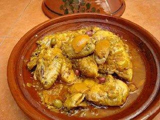 Poulet marocain avec du citron confit et des olives