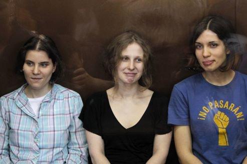 Russie : les Pussy Riot jugées coupables de hooliganisme