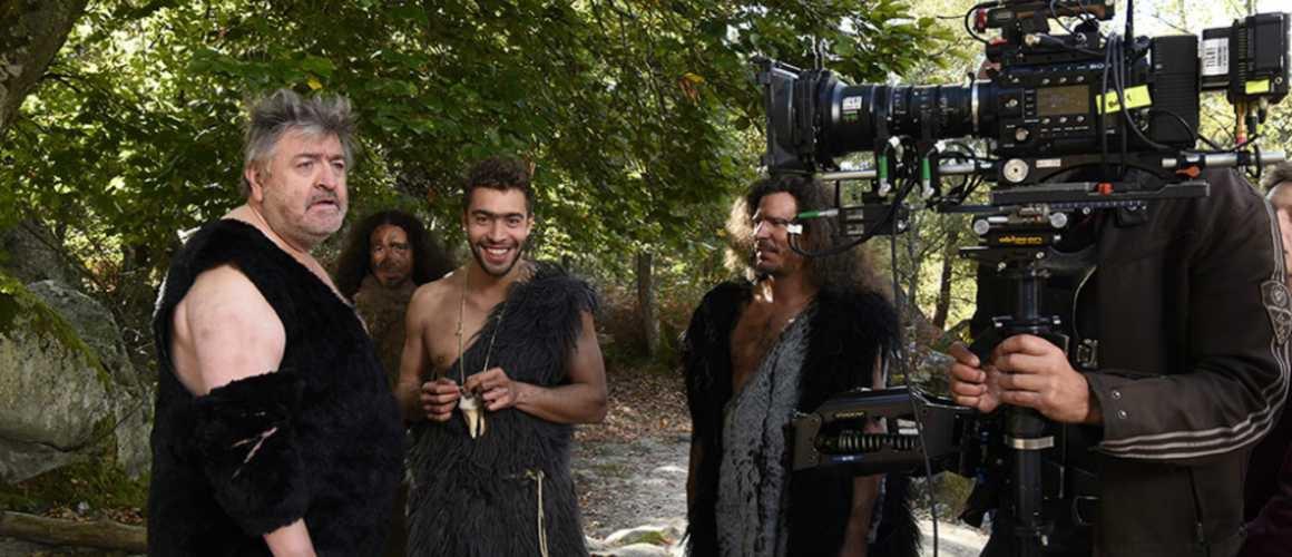 Exclu. Des acteurs de Plus belle la vie (France 3) en tenues préhistoriques pour un tournage !