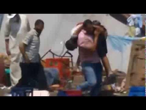 شاهد لحظة قنص شاب وهوا يحمل مصاب فى مجزرة فض ميدان رابعة - YouTube - Linkis.com