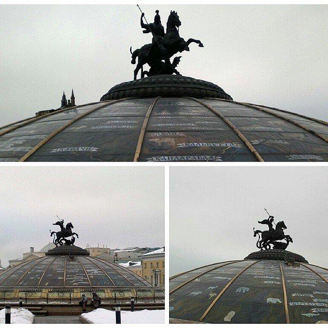 """Александр Гермаков on Instagram: """"Памятник - Св.Георгию Победоносцу, на куполе ТЦ Охотный ряд. #Москва #георгийпоб..."""