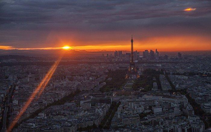 Des particules de poussière cosmique sur les toits de Paris