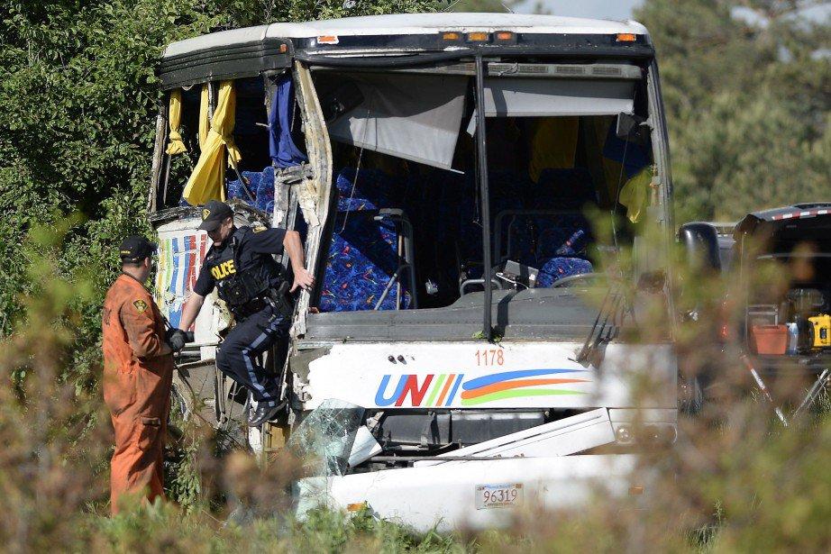 04-06-2018 - Ontario - Un autocar percute le talus rocheux d'une autoroute de l'est en Ontario lundi, faisant au moins 24 blessés, dont quatre sont dans un état critique.