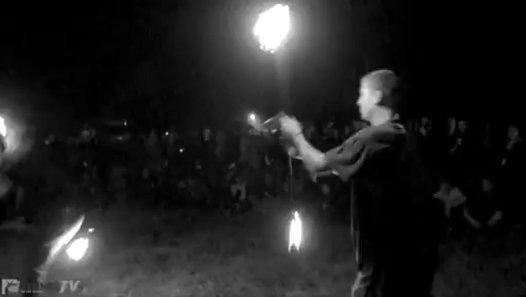 Rennes : Rencontres Alternatives invite Spiral Tribe et réveille les démons de la Prevalaye par TARANIS NEWS - Dailymotion