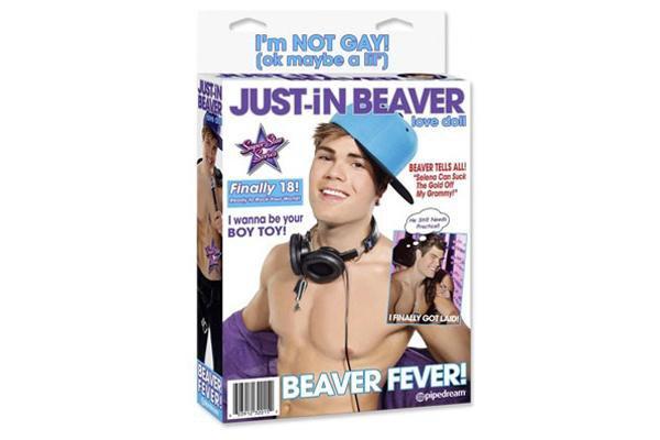 """Justin Bieber """"outré"""" par sa poupée gonflable à son effigie"""