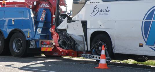 Lanne : Collision entre un bus et une auto : cinq blessés