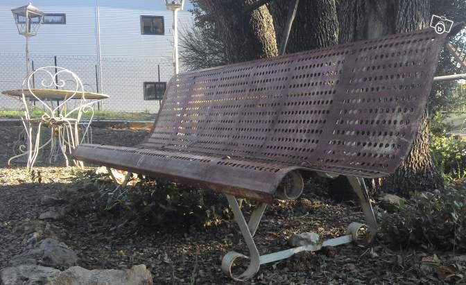 ancien banc de jardin public en fer a trou xixme ameublement var blog de. Black Bedroom Furniture Sets. Home Design Ideas