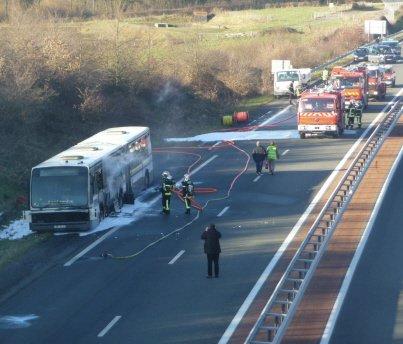 Un bus prend feu sur une 2x2 voies : des automobilistes pris au piège