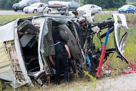 Accident d'autocar en Ontario: un mort, 12 blessés | Justice et faits divers