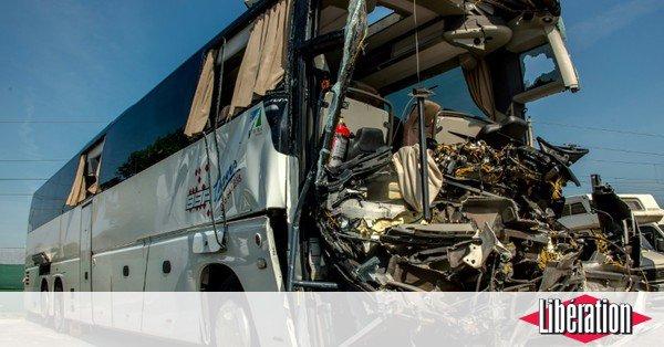 Nord: 22 blessés, dont un grave, dans un accident sur l'A16 entre un bus et un camion